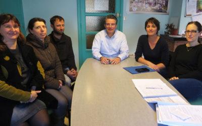 La municipalité avec les parents d'élèves de l'école maternelle