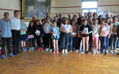 Futurs Sixième – Distribution de dictionnaires aux élèves
