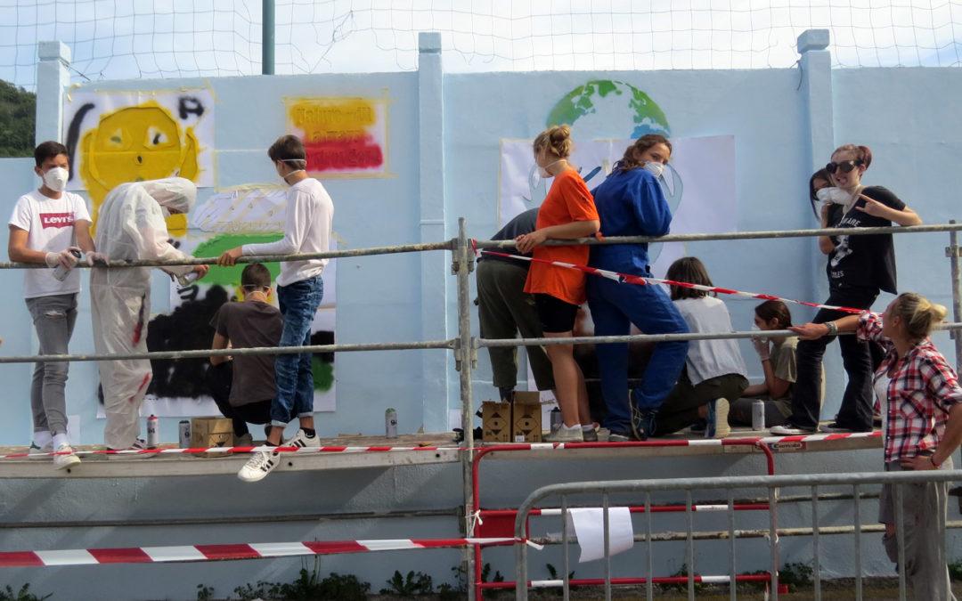 Les collégiens décorent le Mur du stade Paul Giraud
